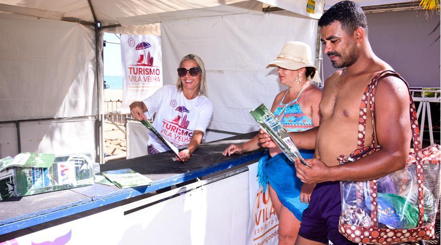 Centro de Atendimento ao Turista à disposição do público na Praia da Costa
