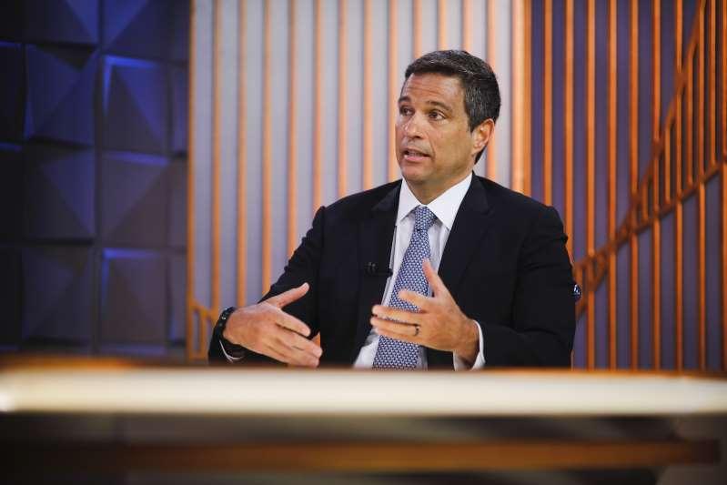 """Retomada da economia está ocorrendo em formato de """"V"""", diz Campos Neto"""